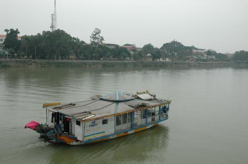 hueriverboat.jpg